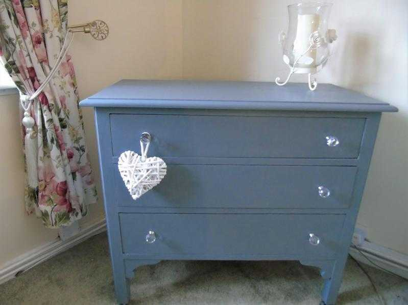 ATTRACTIVE SOLID WOOD CHEST OF DRAWERS  GREY  PLENTY OF STORAGE