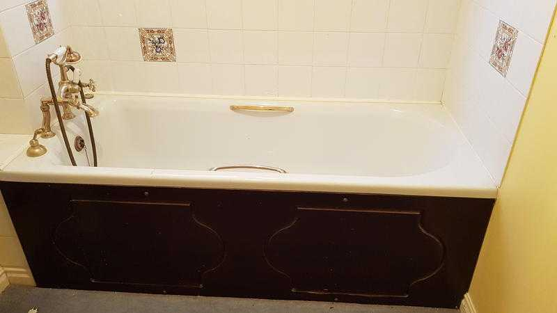 Bath, washbasin, toilet, small cupboard and blinds for sale.
