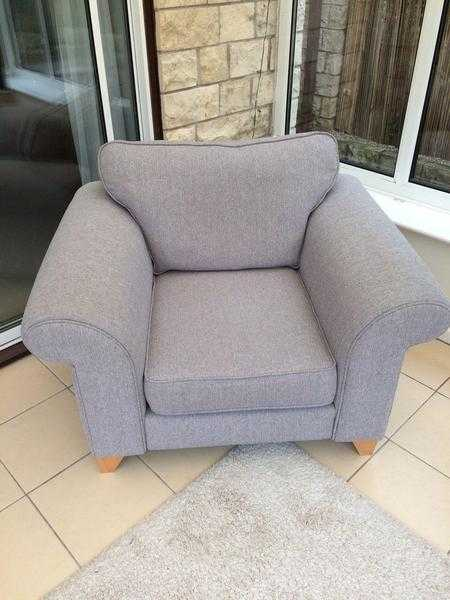 DFS Chair FOR SALE