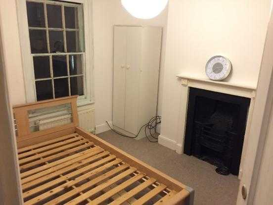 Double Room in Brighton a Few Minutes Away from Churchill Square with All Bills Included, with WiFi.