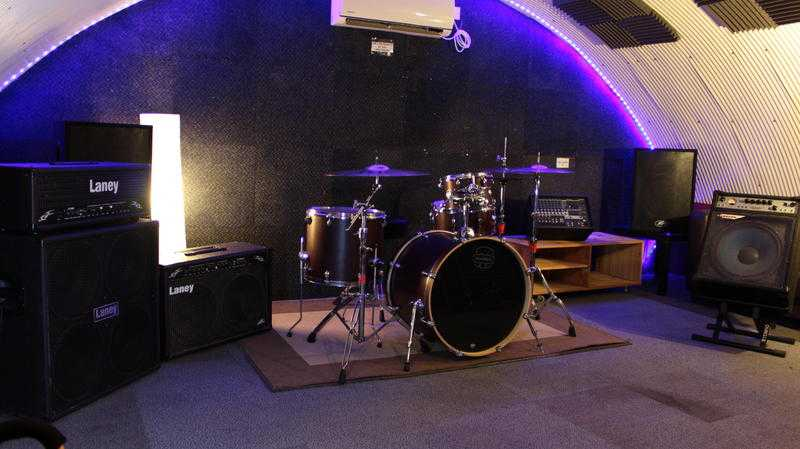 Friendly W LND Rehearsal Studio w Backline, WiFi amp AC