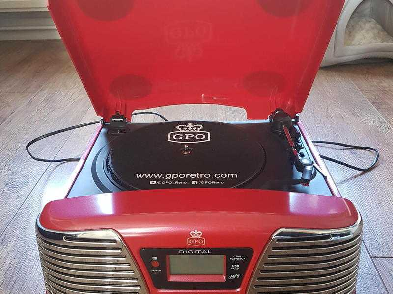 GPO Memphis 4 in 1 record player Red