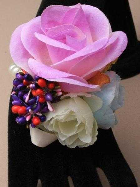 JTY127B - Faux pearl bead stretch wrist corsage with large roses with coloured buds. Purple
