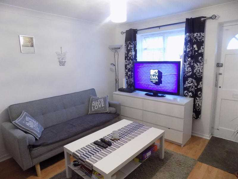 Lovely 2 Bedroom Apartment, Private Parking, Close to Luton Town Centre, Schools