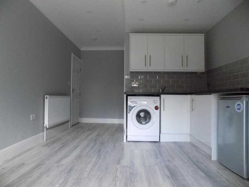 Luxury Studio Flat in Round Green area, close to LutonTown Centre and Train Station