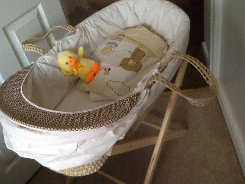 Moses basket and stand bedding