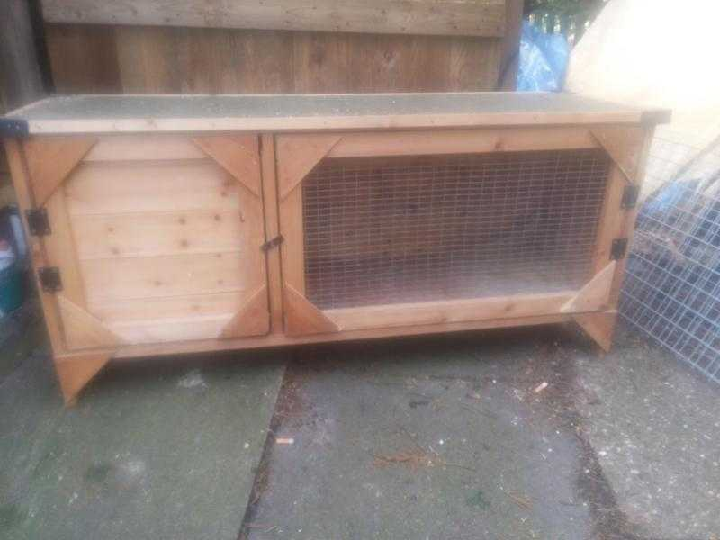 Rabbit Hutch amp Run (As New)