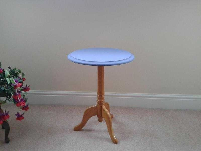 Small Round TablePlant TableLamp TableWine Table