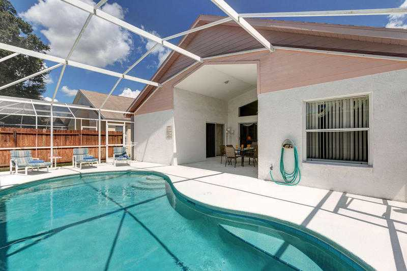 Superb 4 bed villa, private pool, games room, wi-fi, baby equip, 10 mins Disney