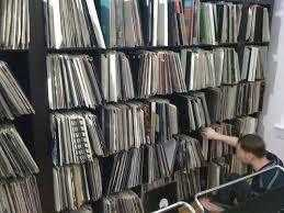 WANTED VINYL RECORD COLLECTIONS - ANY SIZE ANY GENRE - CASH WAITING