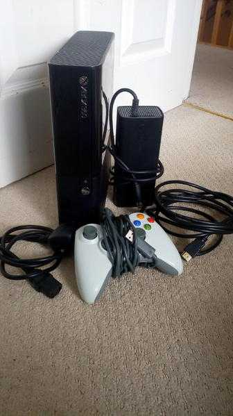 Xbox 360 E with games